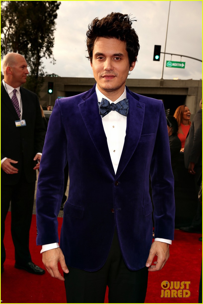 john mayer grammys 2013 red carpet 012809286