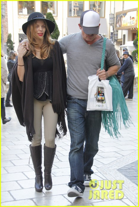 annalynne mccord dominic purcell the grove couple 062808723