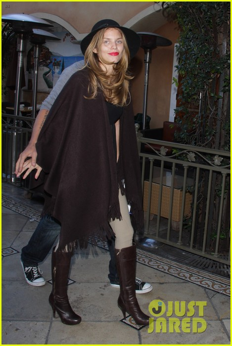 annalynne mccord dominic purcell the grove couple 102808727
