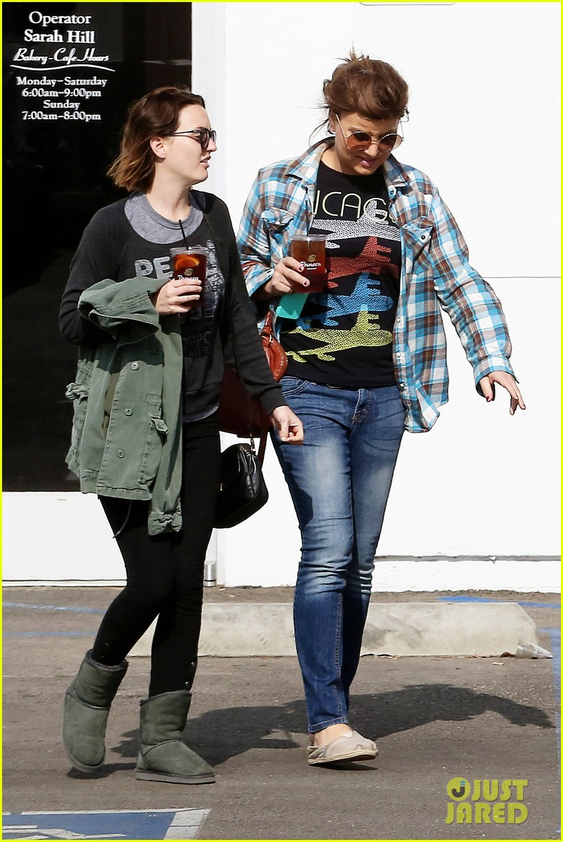 leighton meester lunches after night with adam brody 03