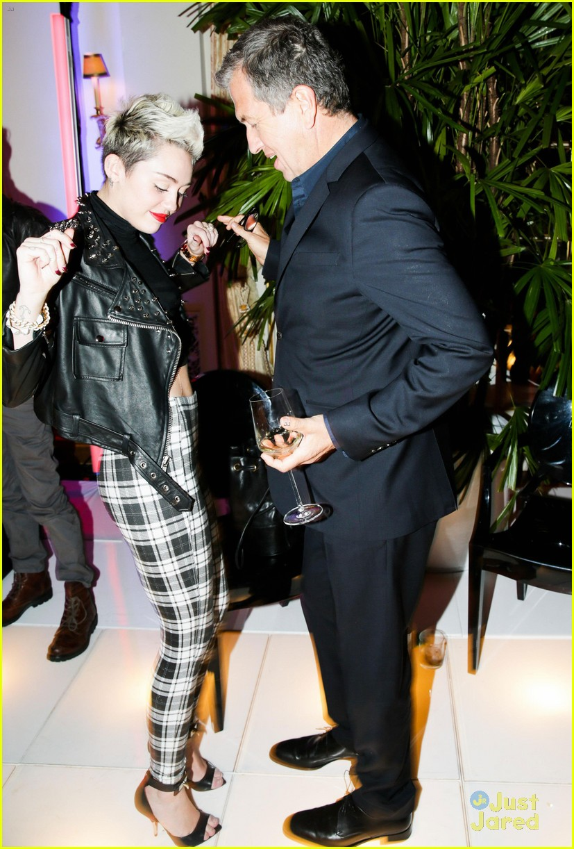 miley cyrus mario testino prism exhibit reception 04