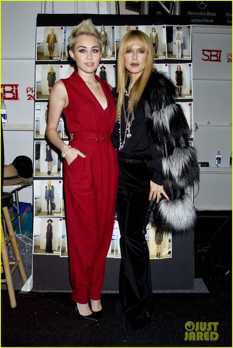 miley cyrus rachel zoe fashion show with mom tish 09