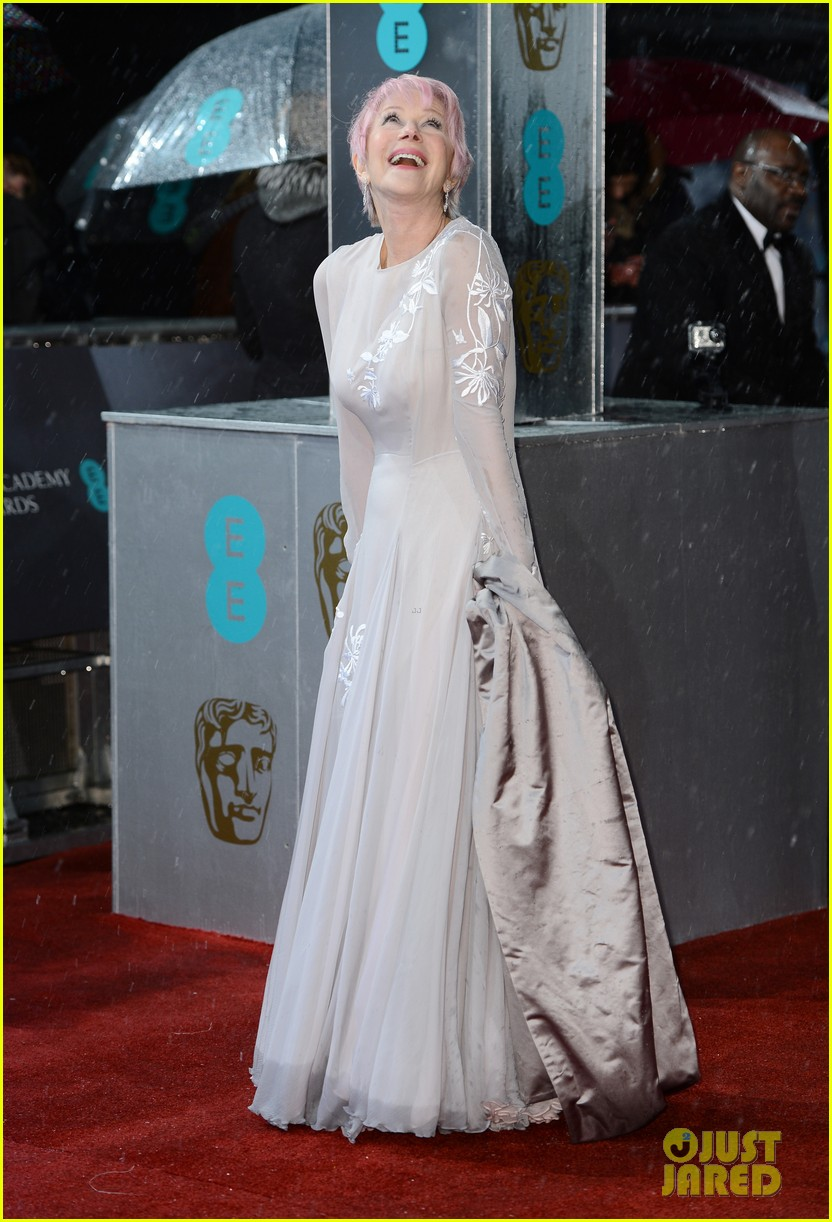 helen mirren pink hair at baftas 2013 03
