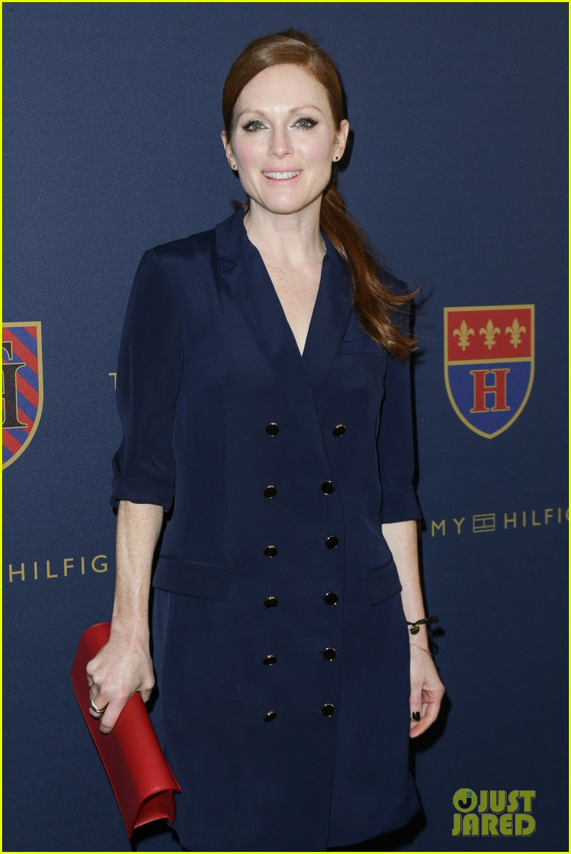 julianne moore jaime king fashion shows in new york 16