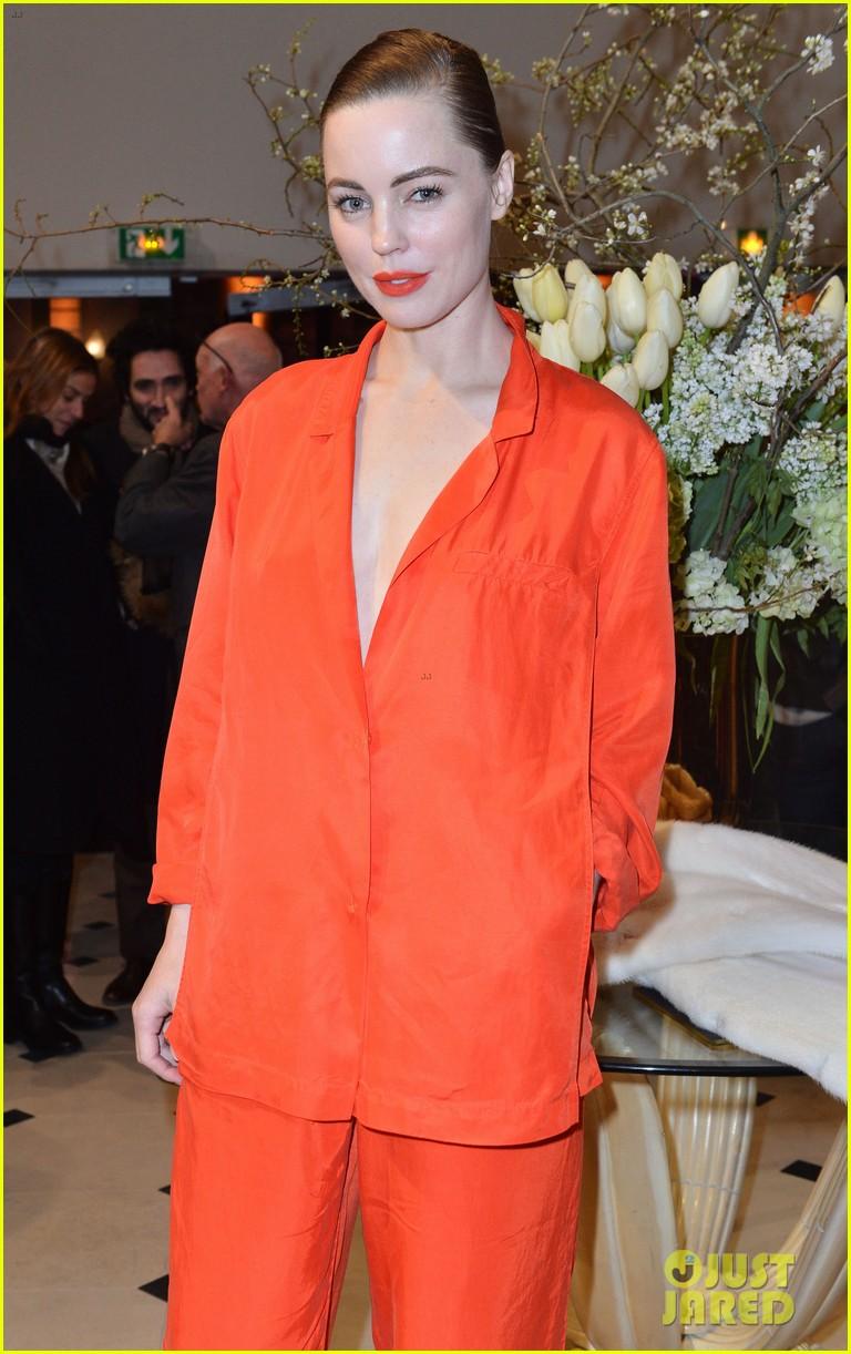 chloe moretz emma roberts paris hm fashion show 072822239