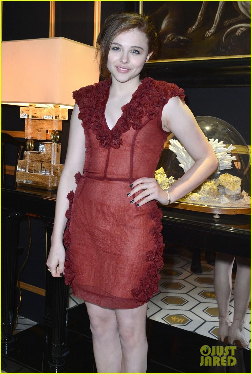 chloe moretz emma roberts paris hm fashion show 082822240