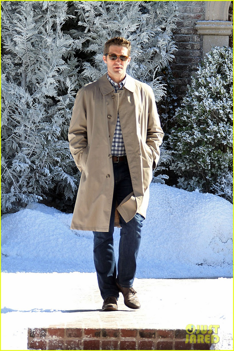 matthew morrison winter wonderland on glee set 02