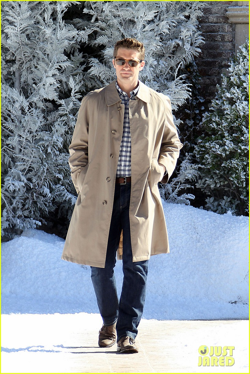 matthew morrison winter wonderland on glee set 05