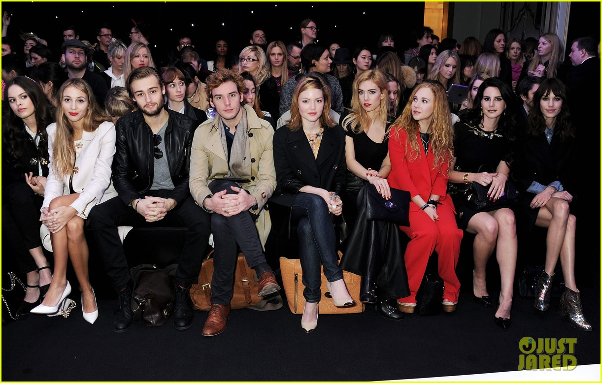 lana del rey sam claflin mulberry fashion show 04