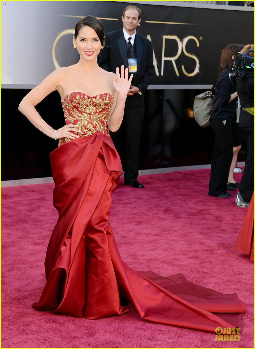 olivia munn oscars 2013 red carpet 01