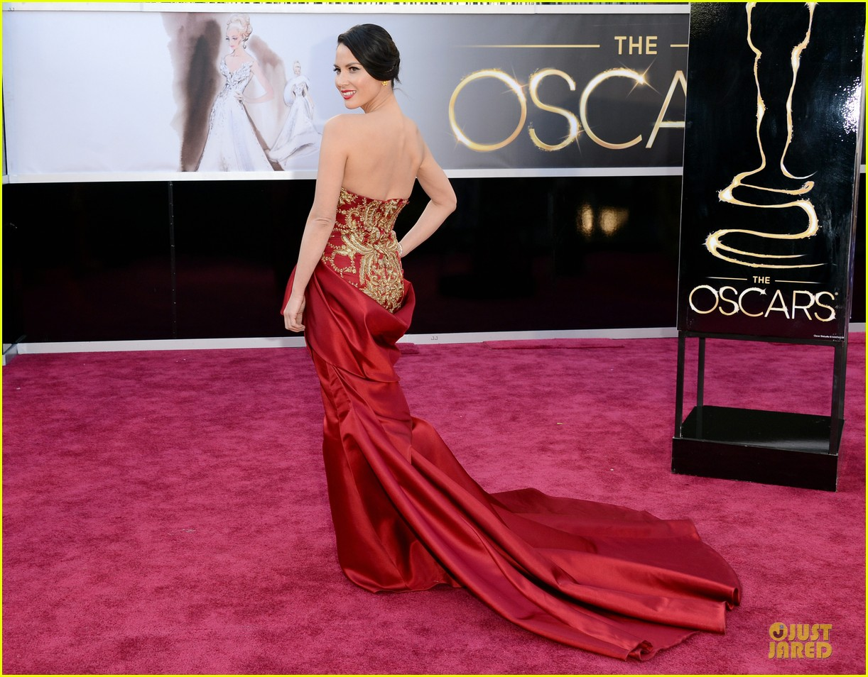 olivia munn oscars 2013 red carpet 05