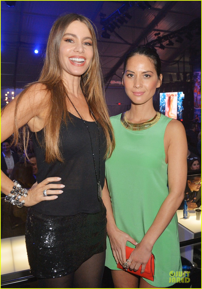 olivia munn sofia vergara rolling stone super bowl party 082803085