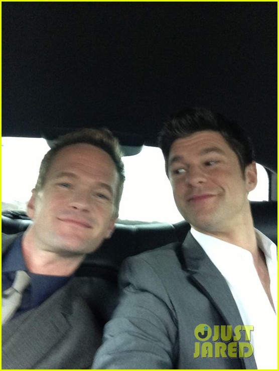 neil patrick harris grammys 2013 red carpet with david burtka 03