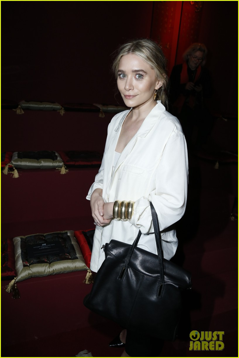 ashley olsen hm paris fashion show 04