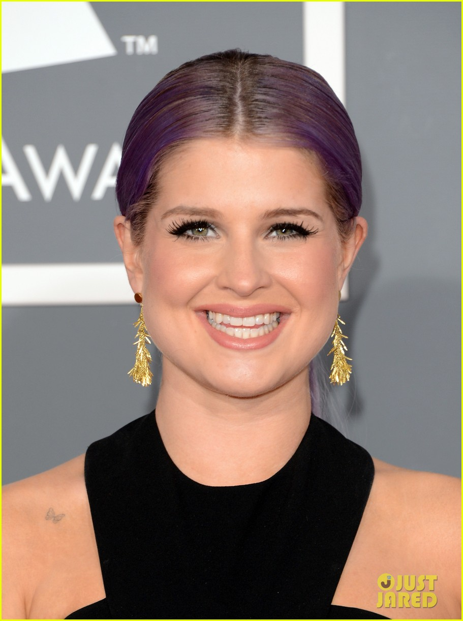 kelly osbourne grammys 2013 red carpet 02