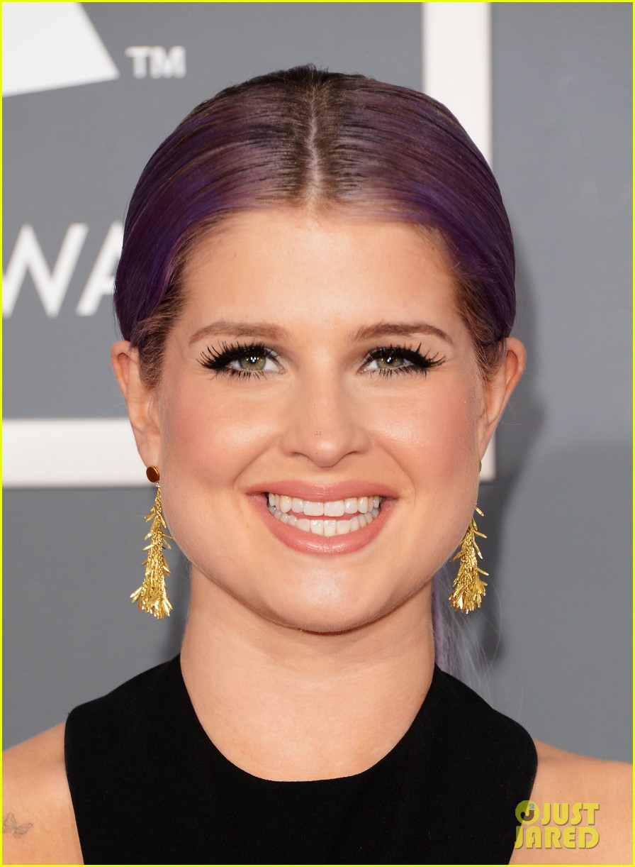 kelly osbourne grammys 2013 red carpet 06