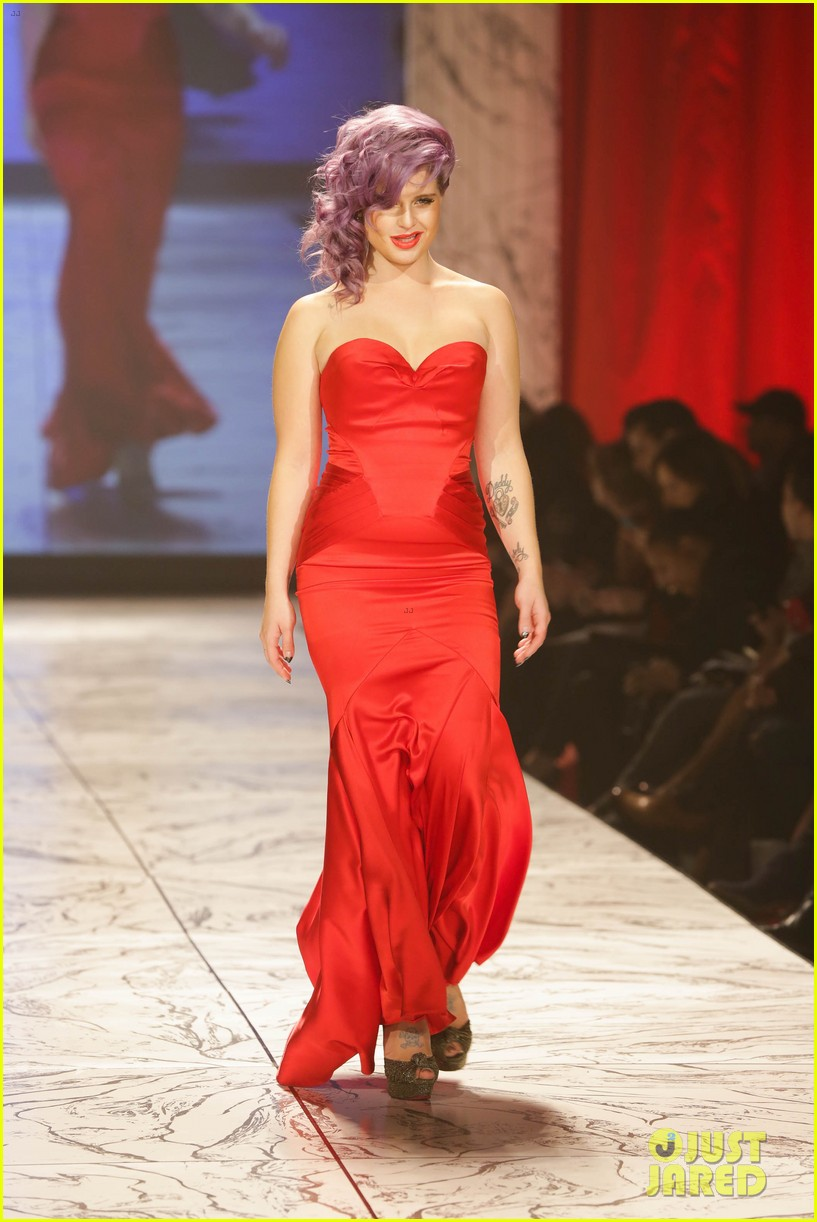 kelly osbourne jamie chung red dress fashion show 2013 03
