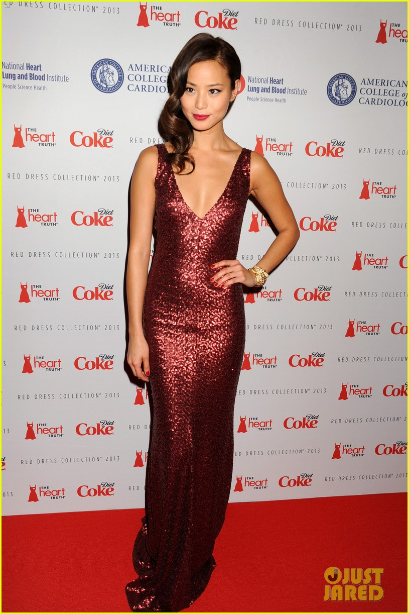 kelly osbourne jamie chung red dress fashion show 2013 05