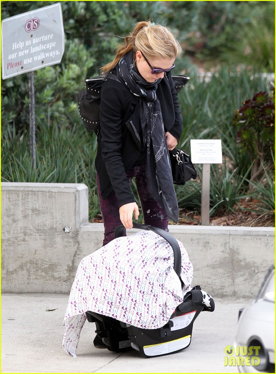 anna paquin stephen moyer baby check up 012807321