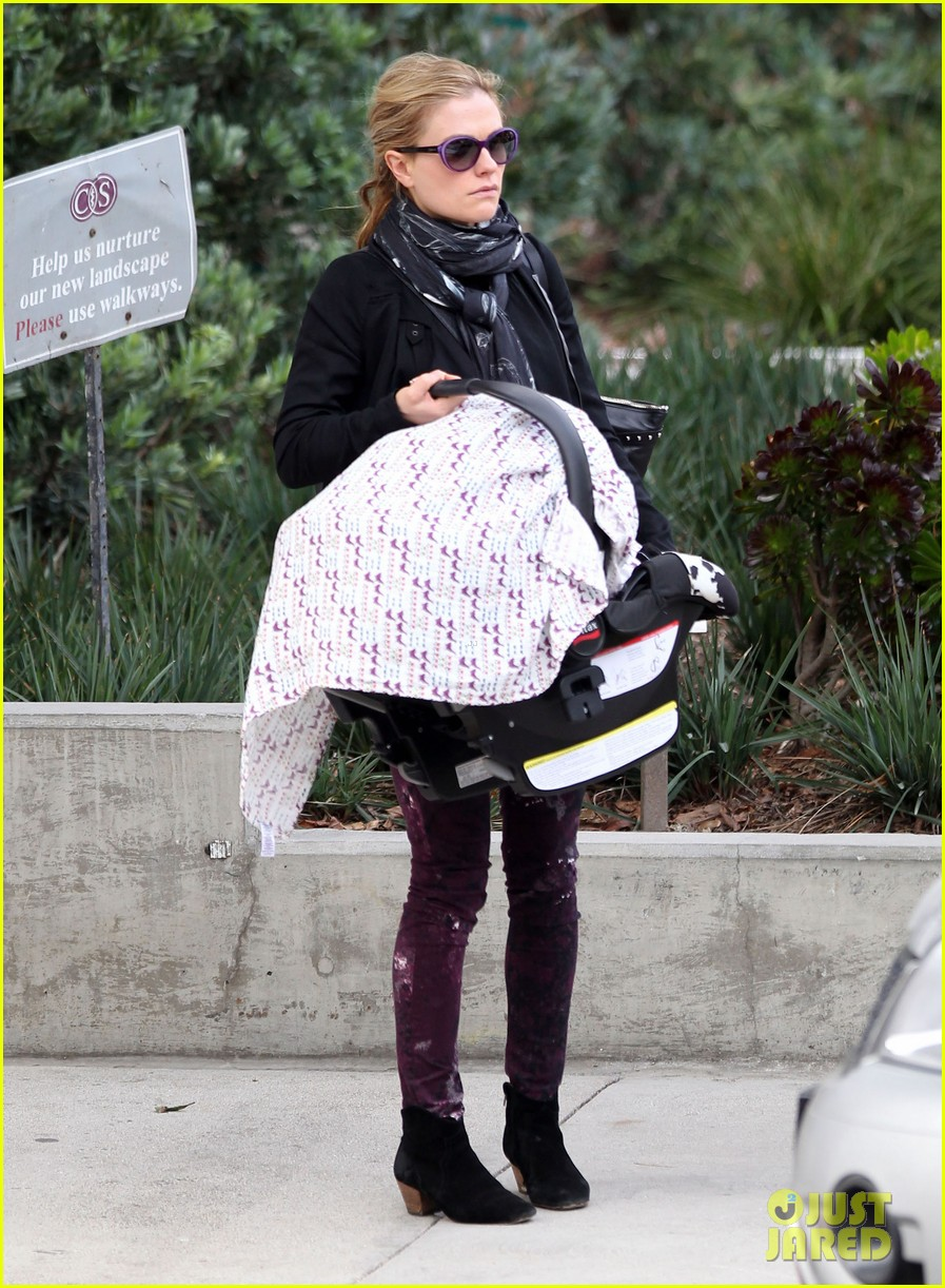 anna paquin stephen moyer baby check up 11