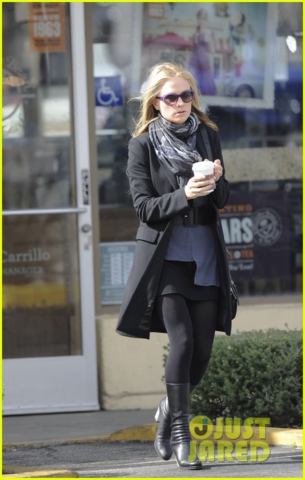 anna paquin friday coffee stop 01