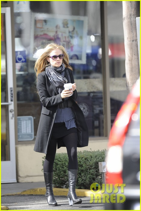 anna paquin friday coffee stop 06