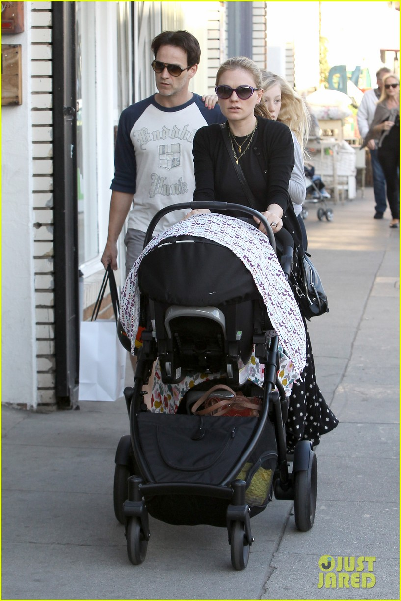 anna paquin shopping with one of her twins 06