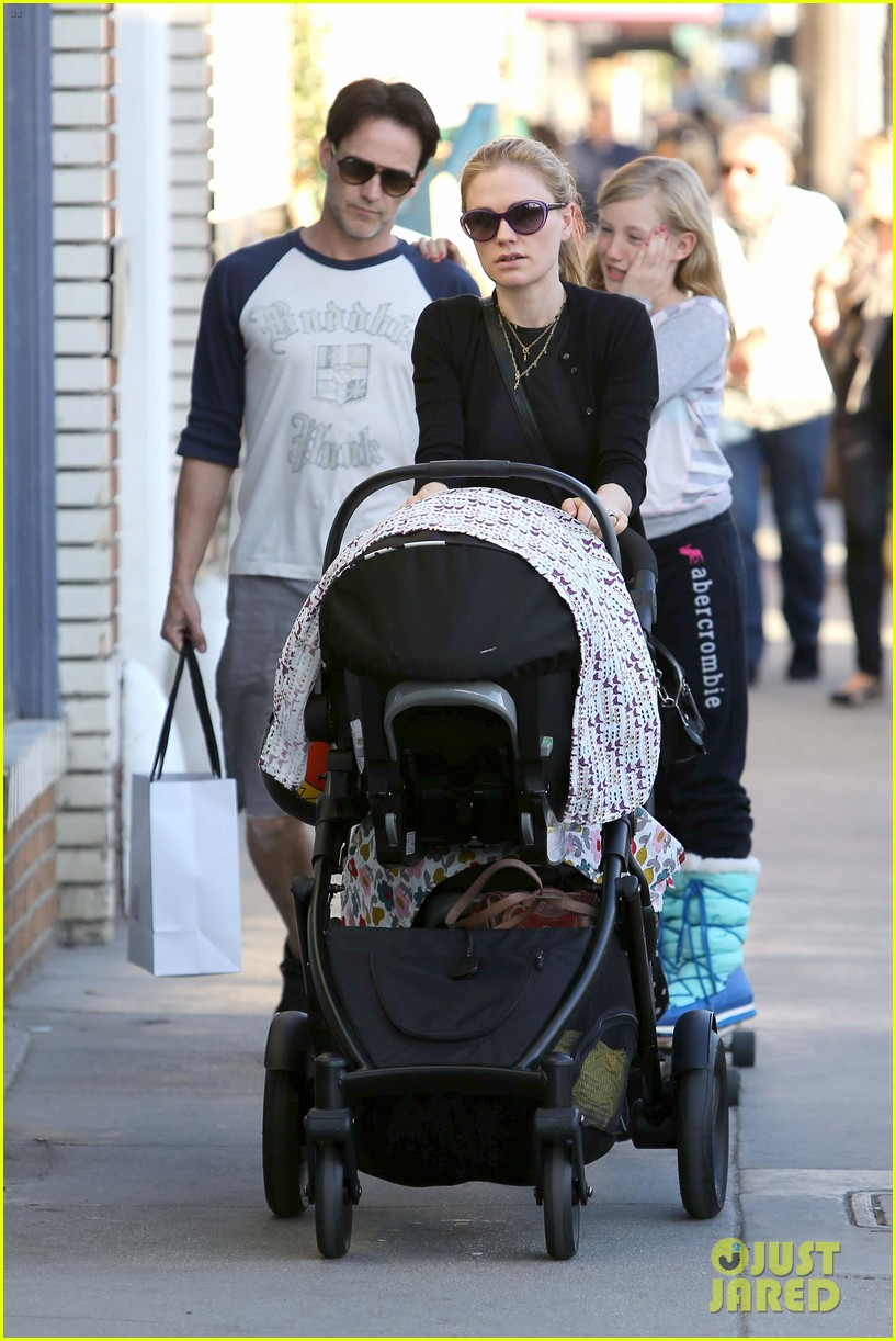 anna paquin shopping with one of her twins 13