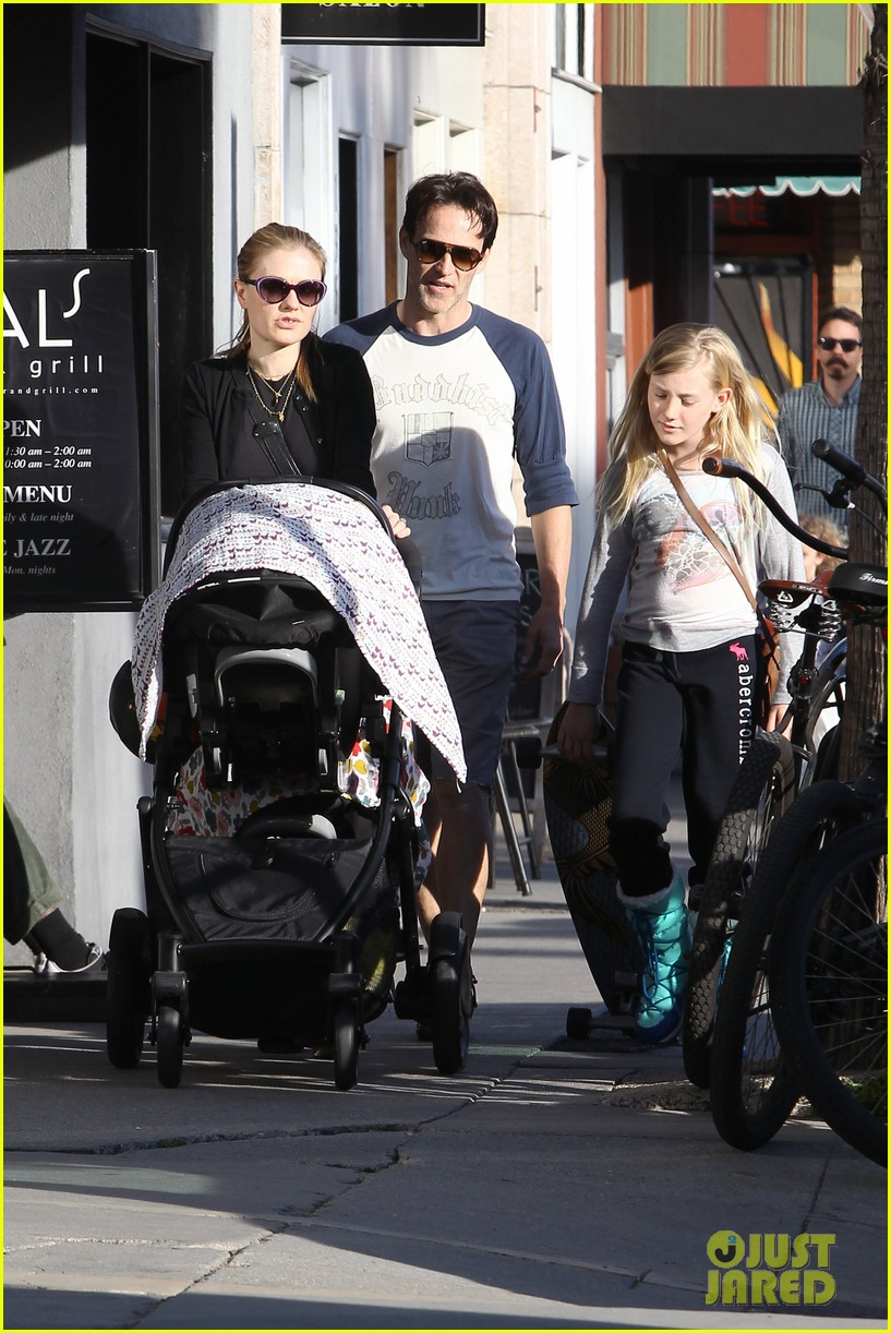 anna paquin shopping with one of her twins 15
