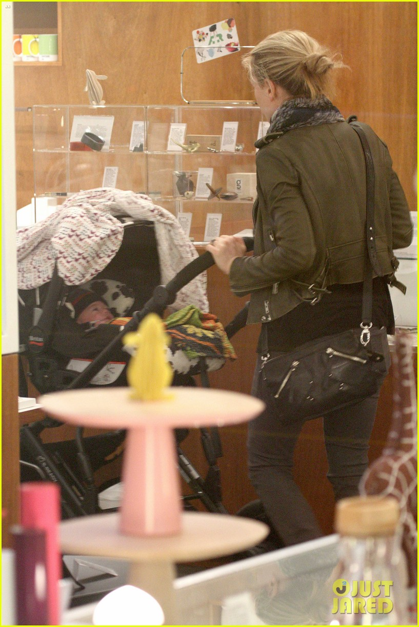 anna paquin shopping with one of her twins 23