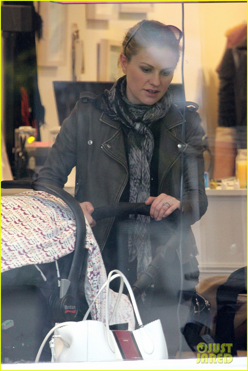 anna paquin shopping with one of her twins 26