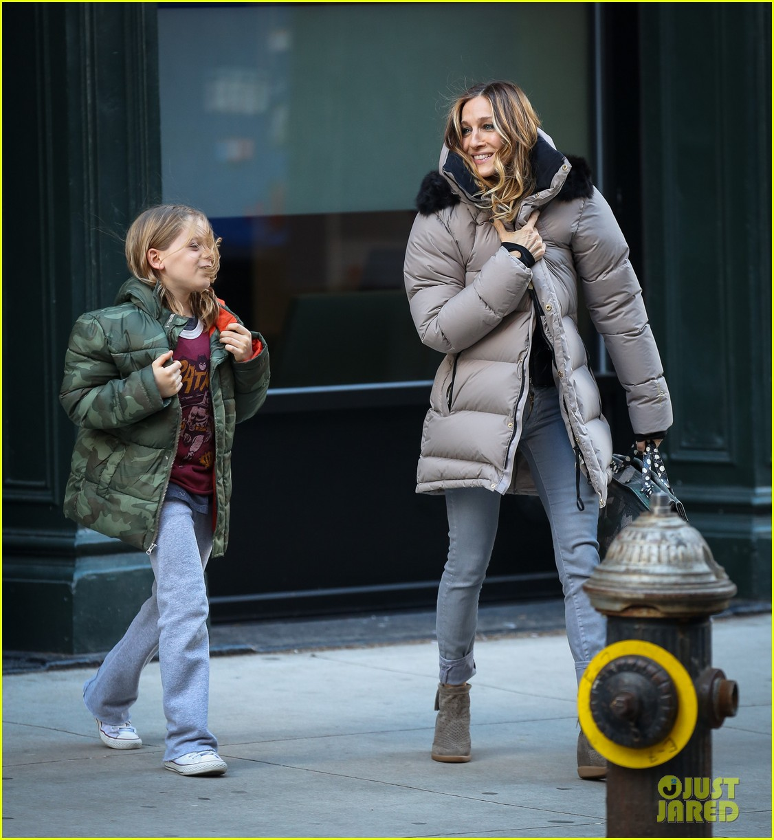sarah jessica parker bundled up in the big apple 042805116