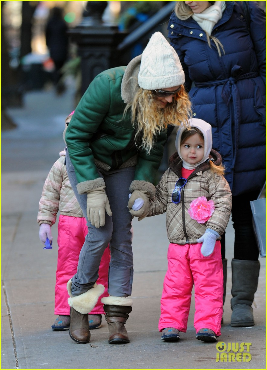 sarah jessica parker bundled up in the big apple 06