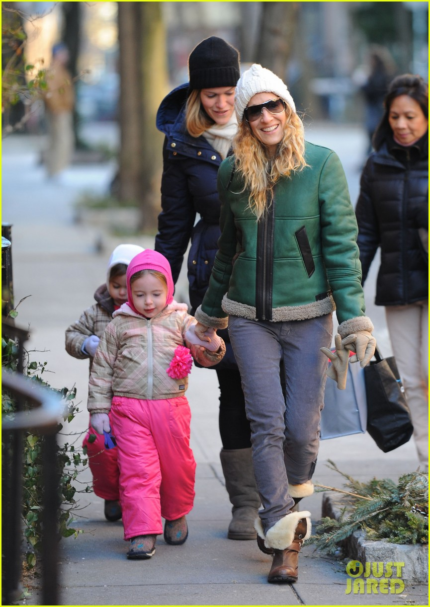 sarah jessica parker bundled up in the big apple 162805128