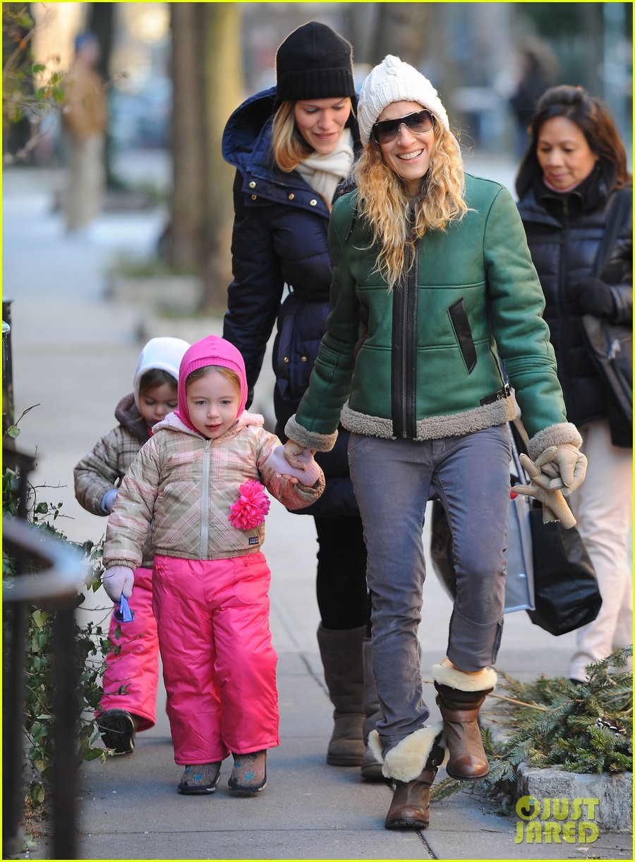 sarah jessica parker bundled up in the big apple 17