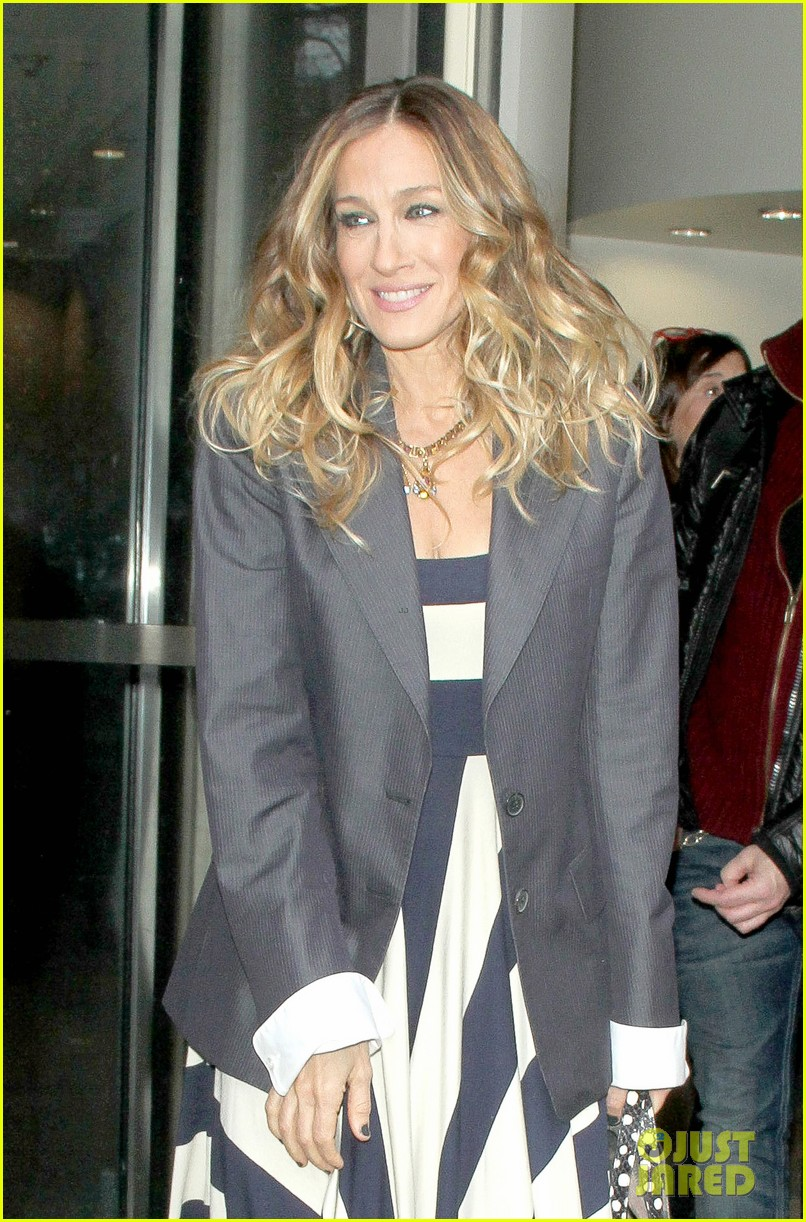 sarah jessica parker bundled up in the big apple 38