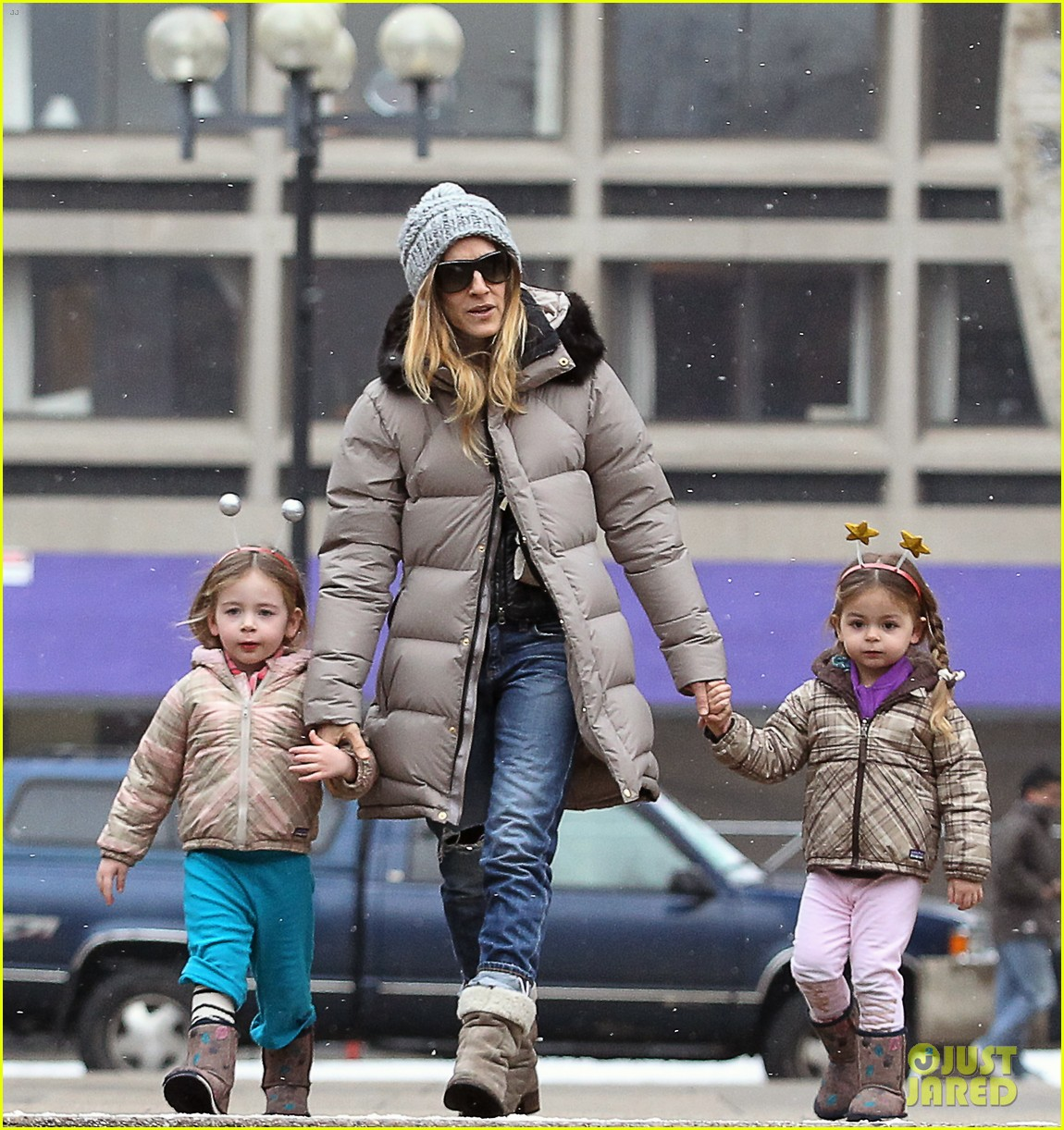 sarah jessica parker morning walk with the twins 05