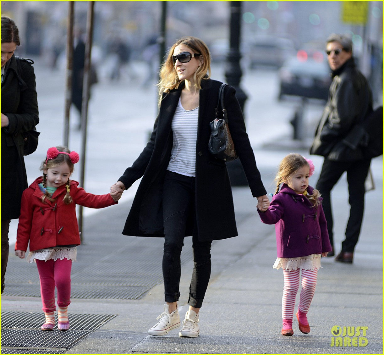 sarah jessica parker morning walk with the twins 132802216