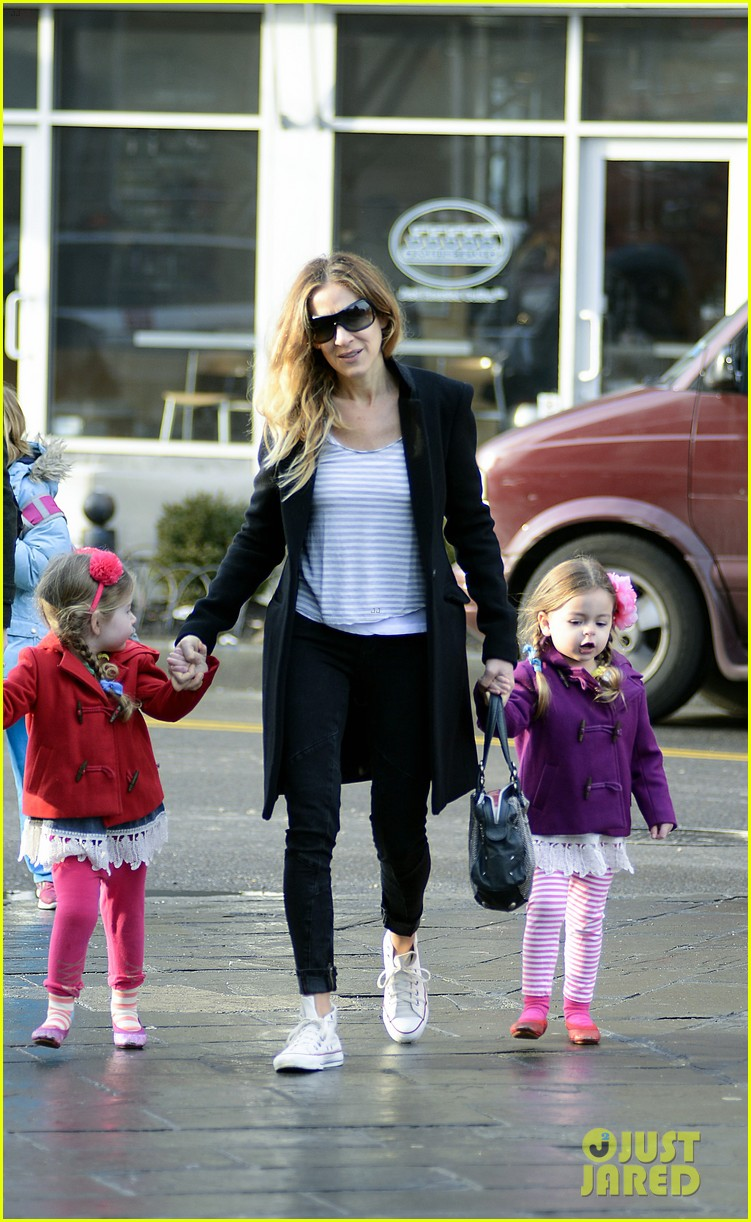 sarah jessica parker morning walk with the twins 15