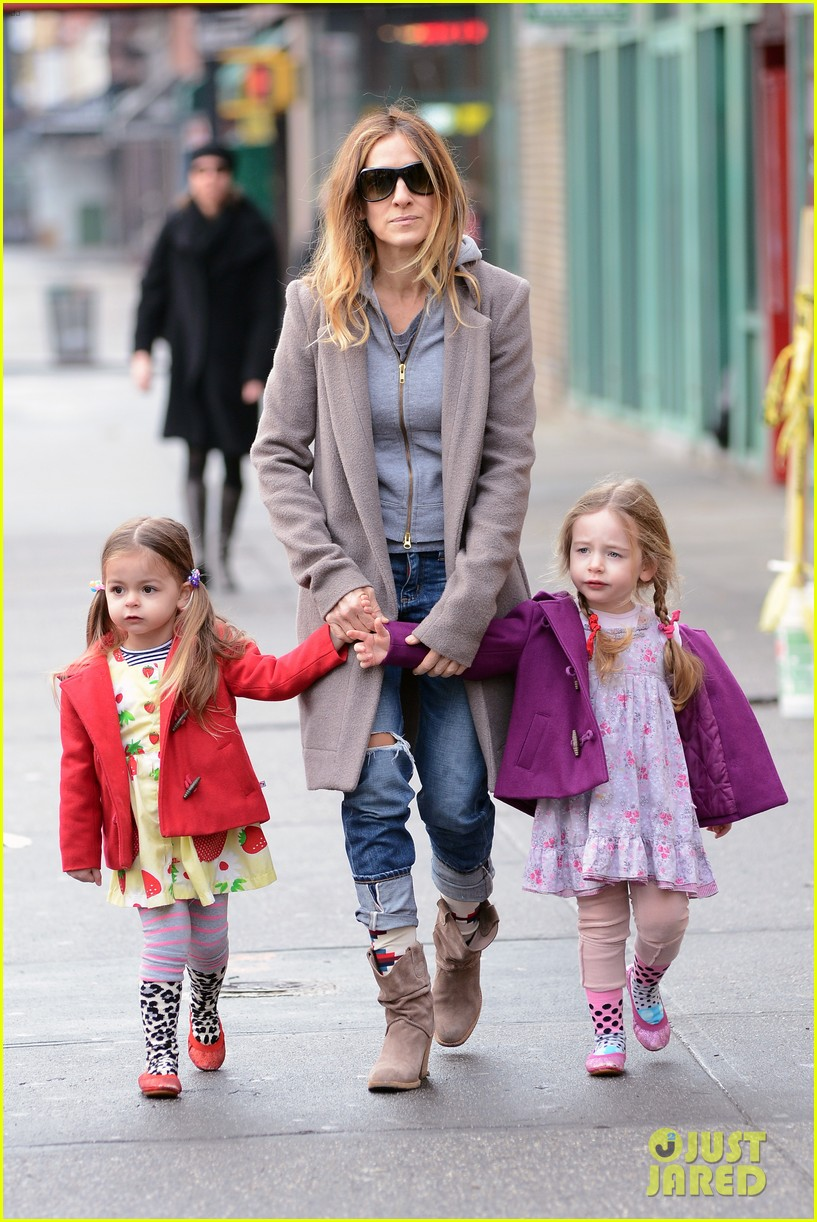 sarah jessica parker morning walk with the twins 39