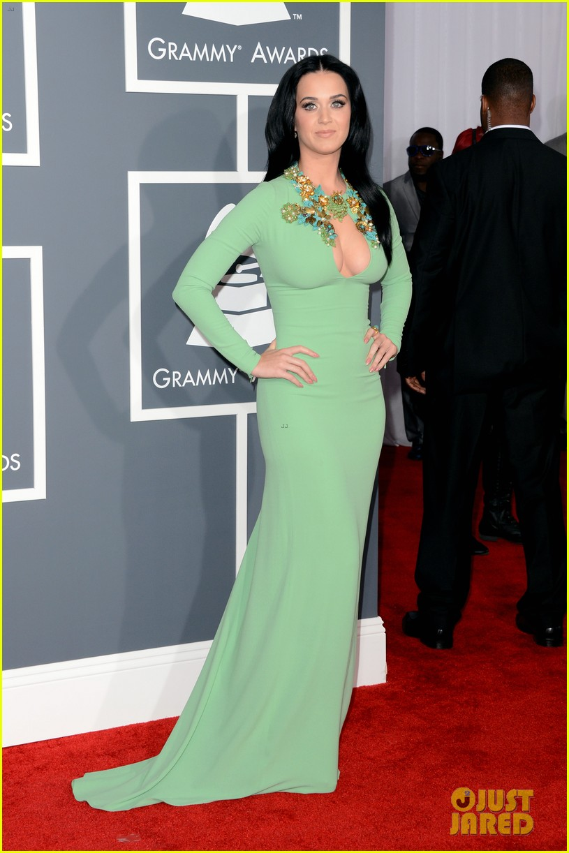 katy perry grammys 2013 red carpet 032809340