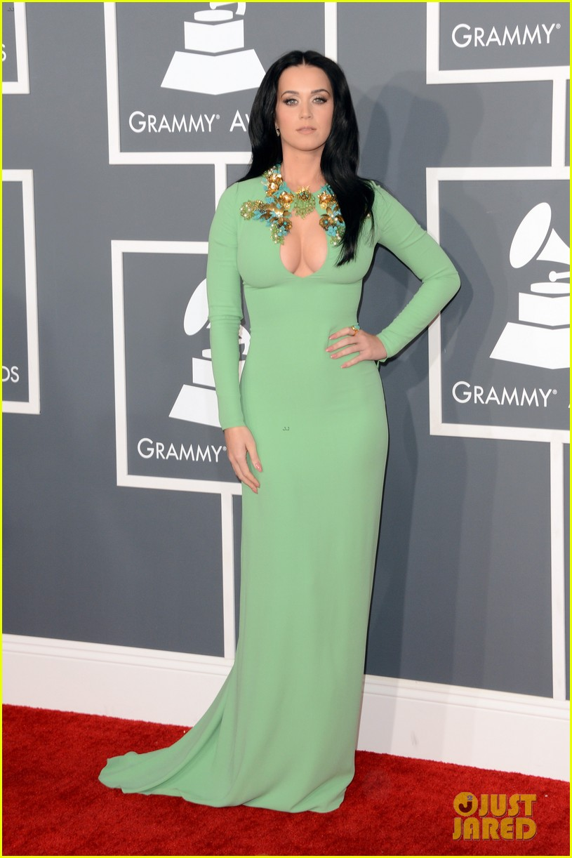 katy perry grammys 2013 red carpet 072809344