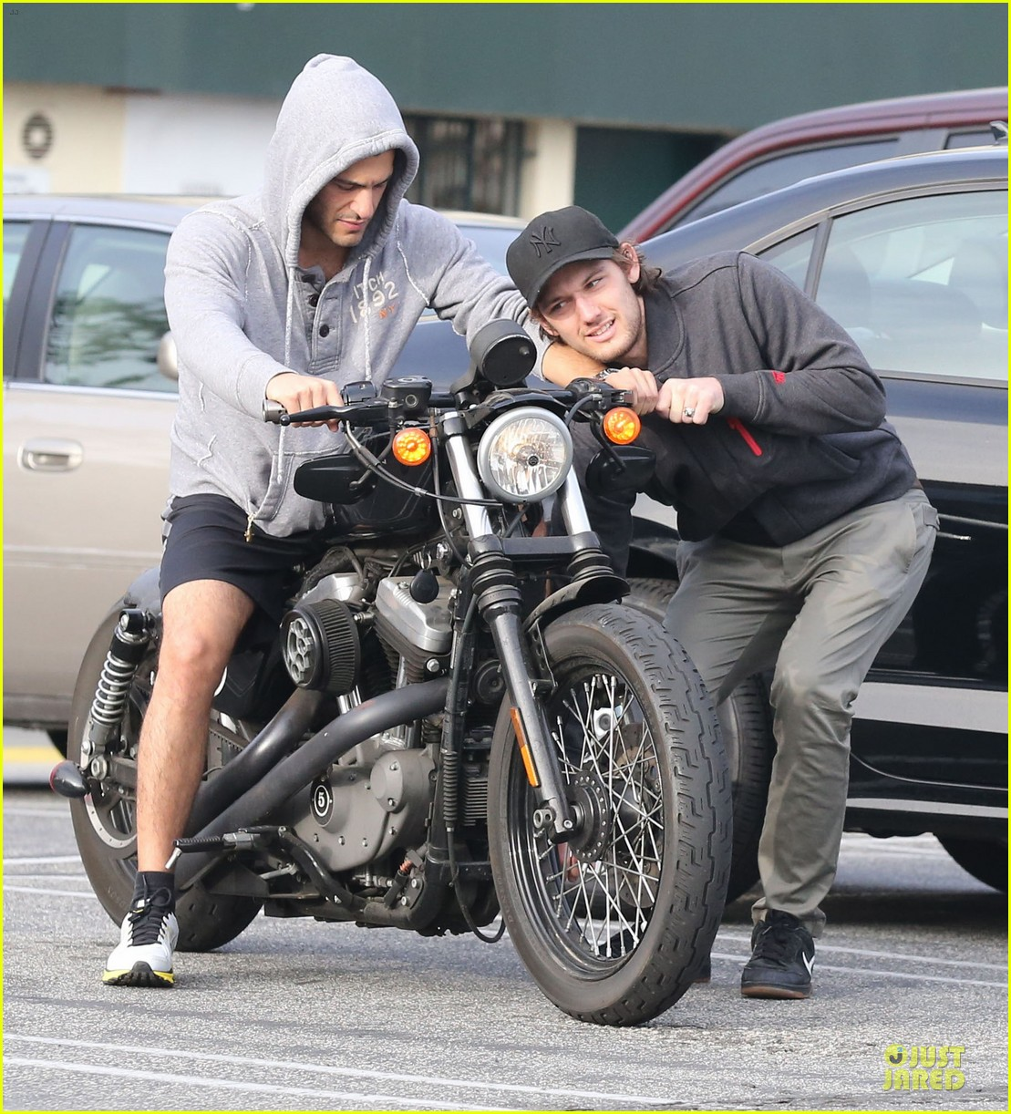 alex pettyfer motorcycle teaching friend 01