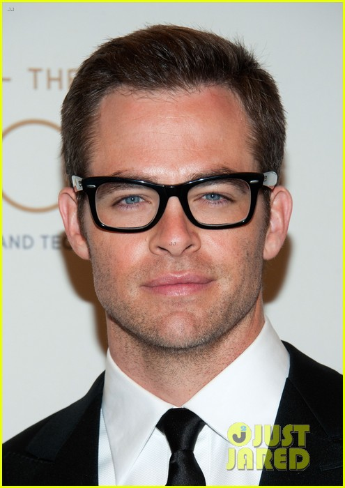 chris pine zoe saldana academy tech awards 2013 04