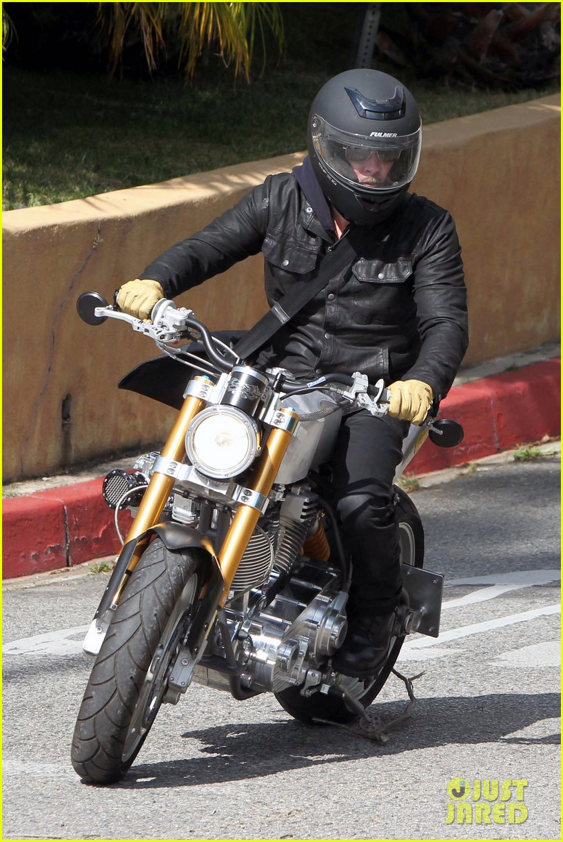 brad pitt rides his motorcycle shiloh zahara get froyo 12