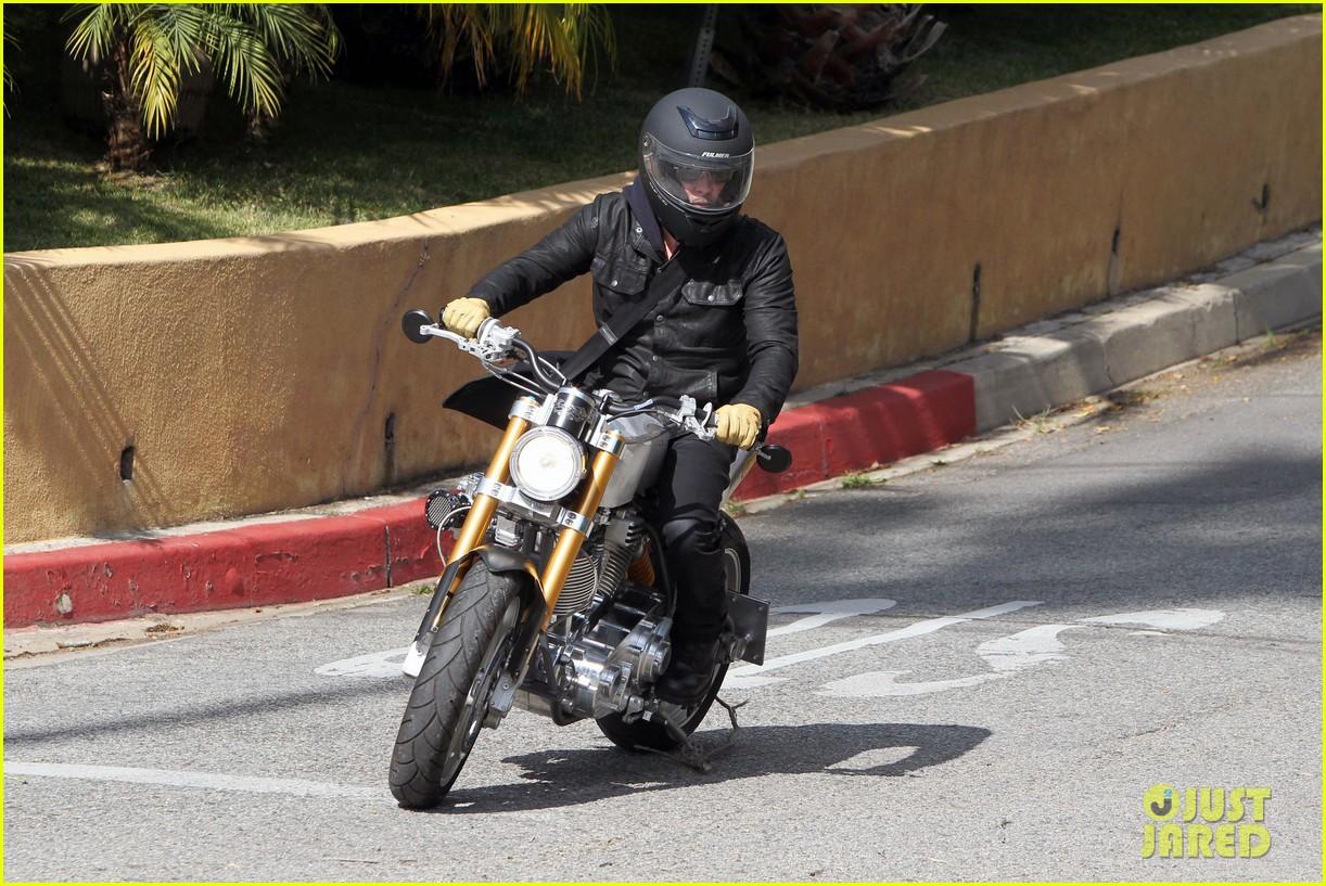 brad pitt rides his motorcycle shiloh zahara get froyo 15