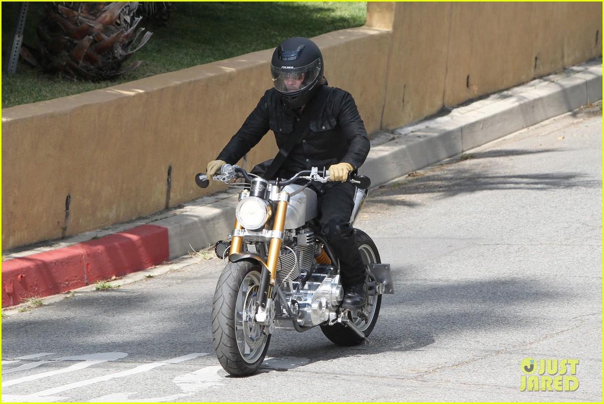 brad pitt rides his motorcycle shiloh zahara get froyo 20