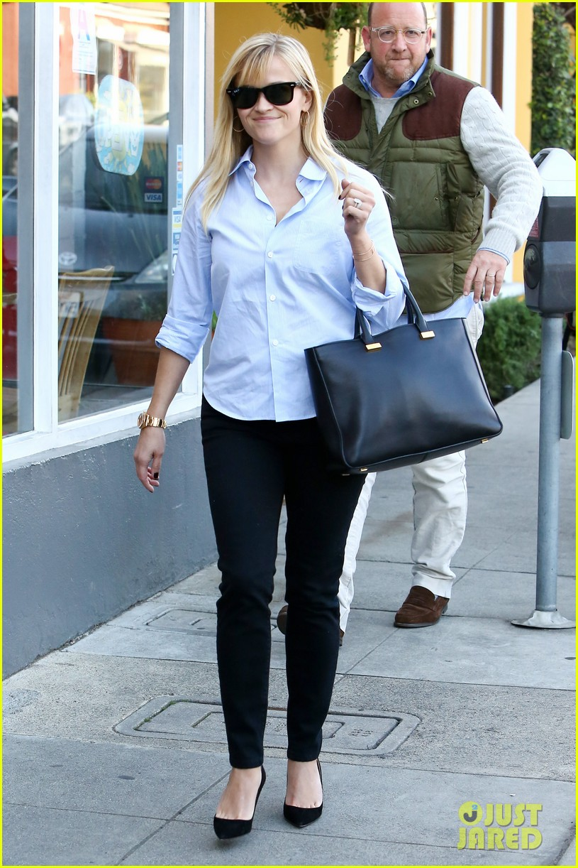 reese witherspoon post lunch shopping trip 012806439
