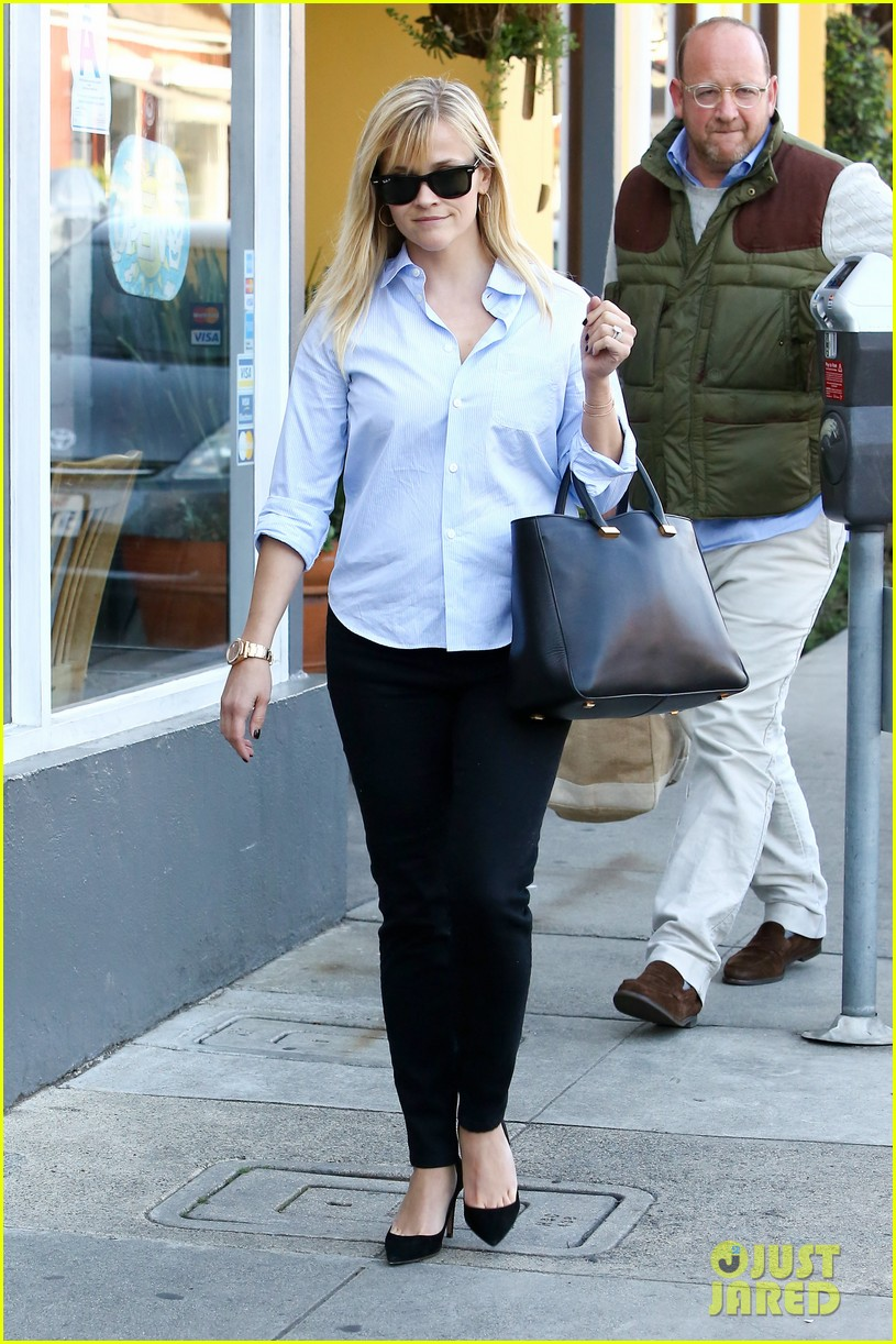 reese witherspoon post lunch shopping trip 03