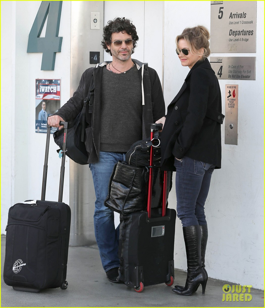 renee zellweger departs lax after chicago cast oscar news 072810585